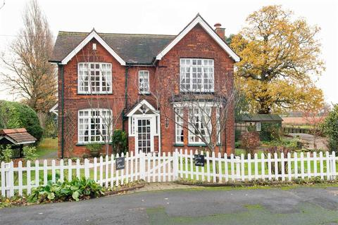3 bedroom detached house for sale - Gate House, Main Road, Hoo, Rochester