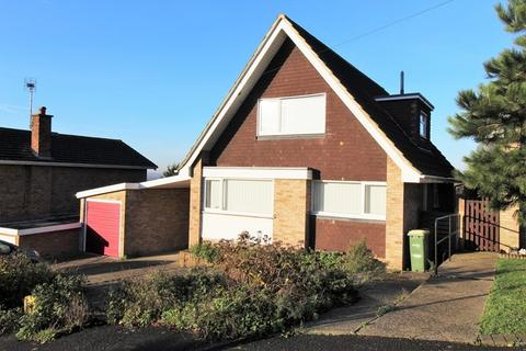 3 bedroom detached house for sale - Upper Lambricks, Rayleigh