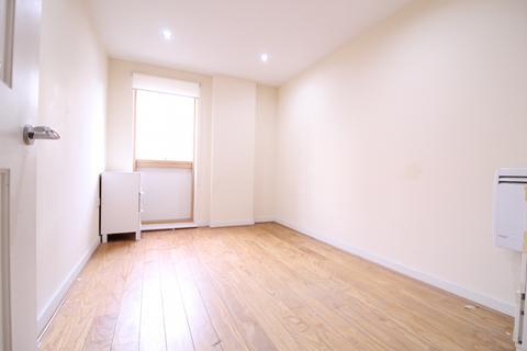 2 bedroom flat to rent - Bassett House, Haydons Road, Wimbledon SW19