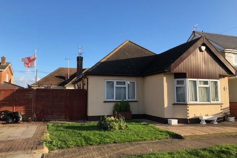 3 bedroom detached bungalow for sale - VILLAGE DRIVE, CANVEY ISLAND, ESSEX SS8 0LJ