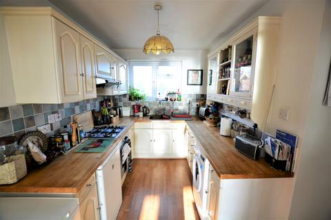 2 bedroom flat to rent - Kingsway, Hove BN3