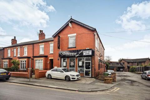 Retail property (high street) to rent - Hazelhurst Road, Worsley, M28