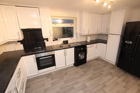 4 bedroom detached house to rent -  Goodwin Close, Calcot, Reading, RG31