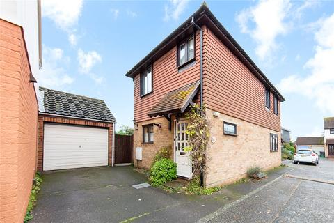 3 bedroom detached house for sale - Clarence Close, Chelmer Village, Essex, CM2