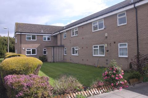 2 bedroom ground floor flat to rent - Forest Way, Hollywood
