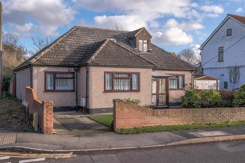 3 bedroom detached bungalow for sale - Swan Lane, Wickford
