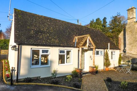 2 bedroom detached bungalow for sale - Broadway Road, Winchcombe