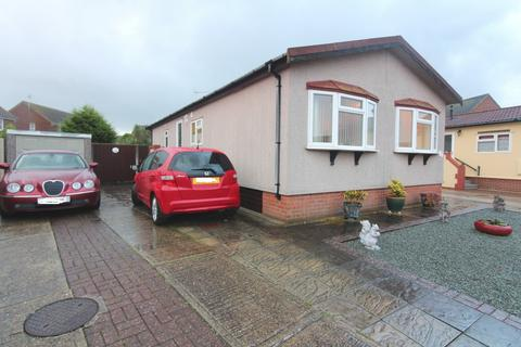 2 bedroom park home for sale - Sunninghill Close, Bradwell, NR31