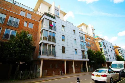 2 bedroom flat to rent - Cross Street