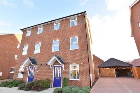 4 bedroom semi-detached house for sale - Weldon Road, Ebbsfleet Valley, Swanscombe