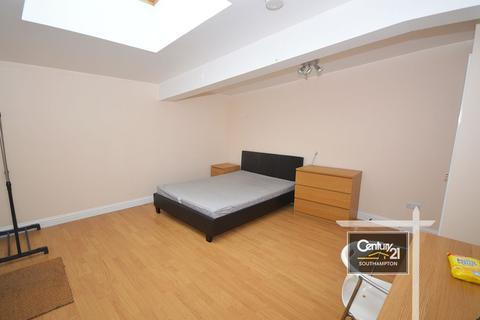 4 bedroom flat to rent -  Flat A, Chapel Road, Southampton, SO14