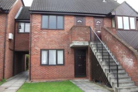 2 bedroom maisonette to rent - Frampton Road, Linden