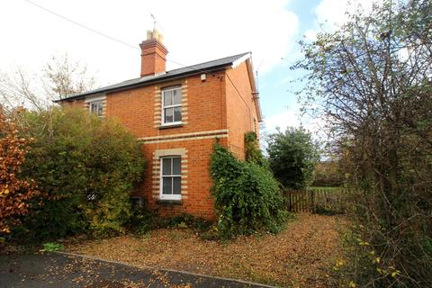 2 bedroom semi-detached house to rent - The Square, Spencers Wood, Reading, RG7