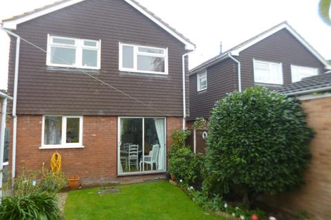 3 bedroom detached house to rent - 25 Aston Drive
