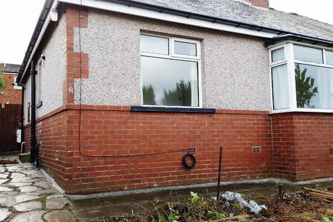 2 bedroom semi-detached bungalow to rent - Woodale Avenue, Bradford BD9