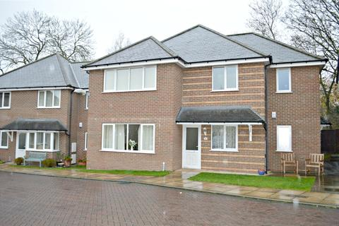 2 bedroom flat for sale - Waltham, Grimsby, North East Lincolnshire, DN37