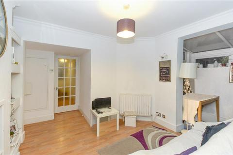 2 bedroom maisonette to rent - Kimble Road, Colliers Wood