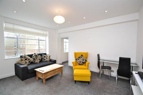 1 bedroom flat to rent - Kings Court, Hamlet Gardens, W6
