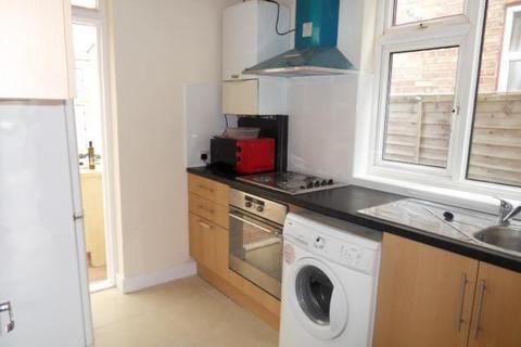 4 bedroom semi-detached house to rent - Penderel Road, Hounslow