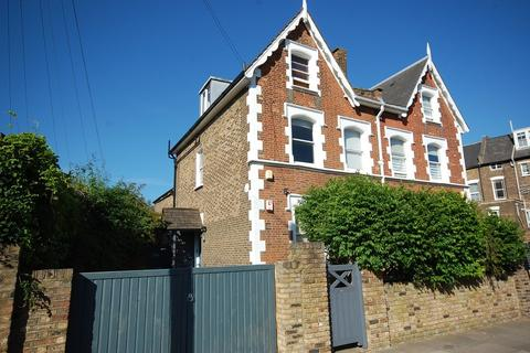 1 bedroom apartment to rent - Victoria Road, Stroud Green
