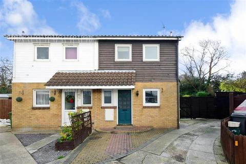 3 bedroom semi-detached house for sale - Voysey Gardens, Basildon, Essex