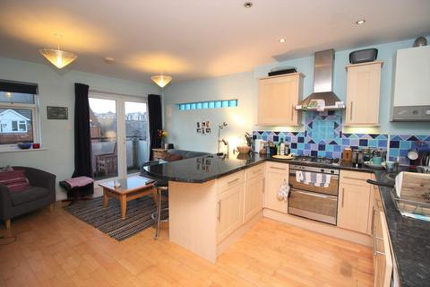 2 bedroom flat to rent - 2 bedroom 3rd Floor Flat in Reading Central
