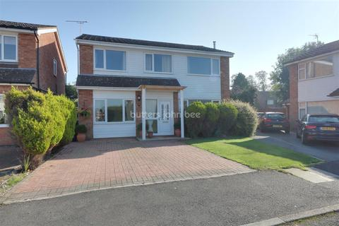4 bedroom detached house for sale - Carmarthan Close, Winsford