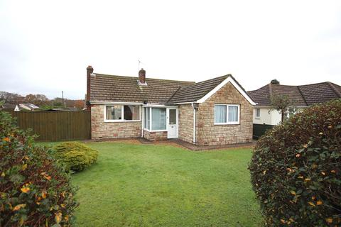 2 bedroom detached bungalow for sale - Bognor Road, Broadstone