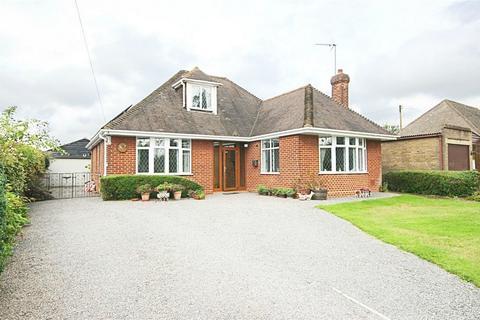 3 bedroom chalet for sale - Latchmore Bank, Little Hallingbury, Bishop's Stortford, Herts
