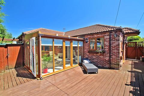 2 bedroom detached bungalow for sale - Burton Avenue, Carlton, Nottingham