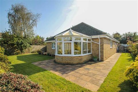 3 bedroom detached bungalow for sale - Reckitts Close, East Clacton
