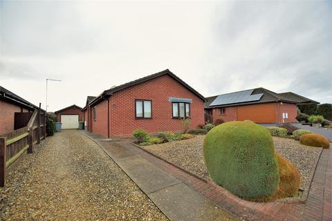 3 bedroom bungalow for sale - Lilac Close, Bourne