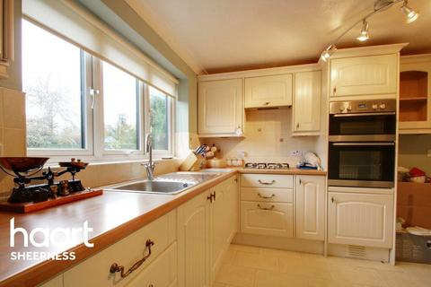 3 bedroom detached house for sale - Parsonage Chase, Minster on Sea