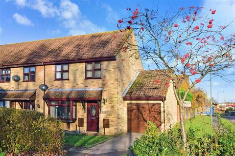 3 bedroom end of terrace house for sale - Moonstone Drive, Lords Wood, Chatham, Kent