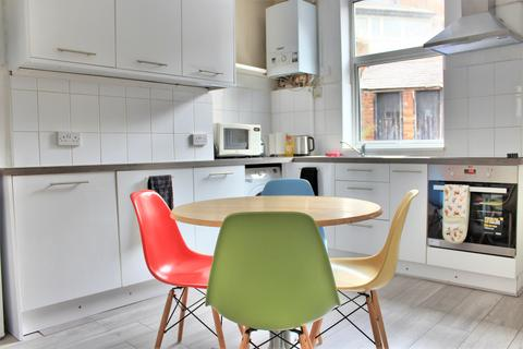 4 bedroom terraced house to rent - Crookesmoor Road, Sheffield S10