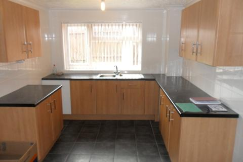 3 bedroom end of terrace house to rent - 13 Aberdovey Close, North Bransholme, Hull HU7 5DE