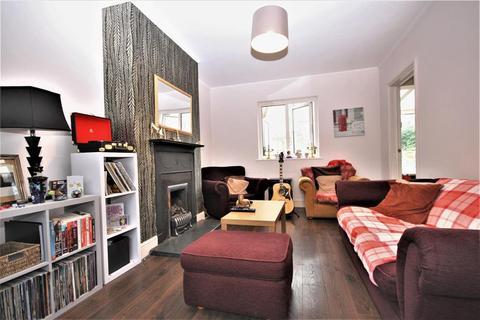 3 bedroom end of terrace house for sale - Martin Bowes Road, London, SE9 1LQ