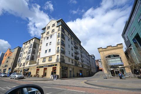 2 bedroom flat to rent - Park Gate, Holyrood, Edinburgh, EH8 8PD