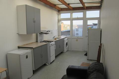 3 bedroom flat to rent - Flat 4, Ladypool Road, Balsall Heath