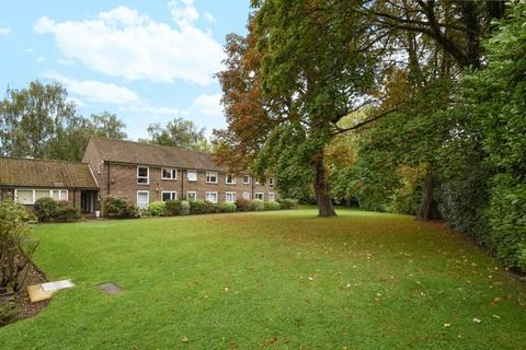 3 bedroom apartment to rent - Pond Mead Village Way SE21