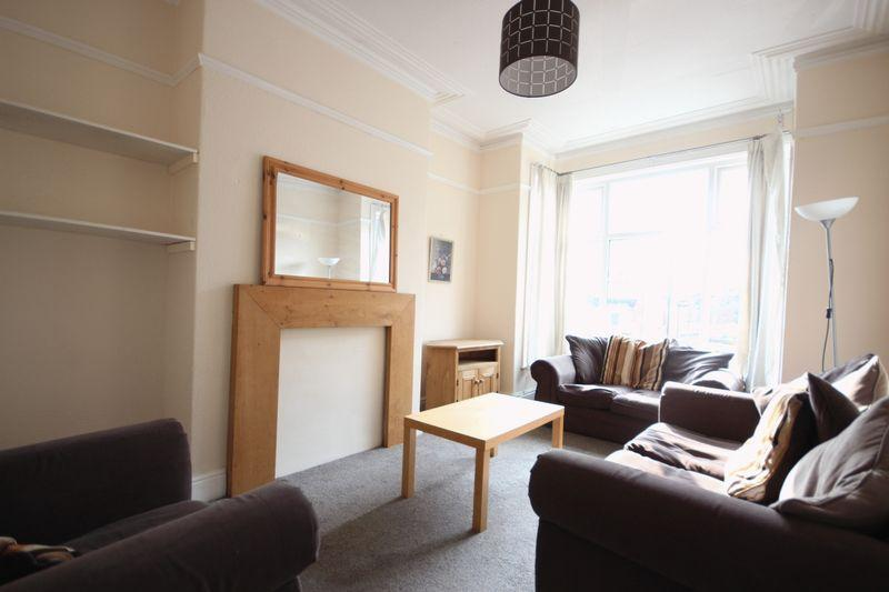 5 Bedrooms Terraced House for rent in Richmond Avenue, Headingley, Leeds