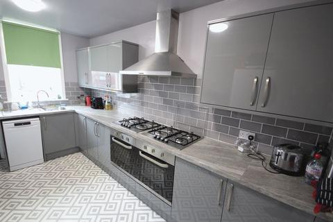 8 bedroom terraced house to rent - Brudenell Avenue, Hyde Park