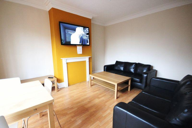 4 Bedrooms Terraced House for rent in Trelawn Terrace, Headingley