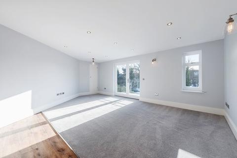 2 bedroom flat for sale - Ashton Court, 2a Clarence Crescent, Sidcup, DA14 4DF
