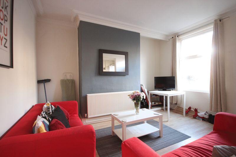 4 Bedrooms Terraced House for rent in Beechwood Avenue, Burley