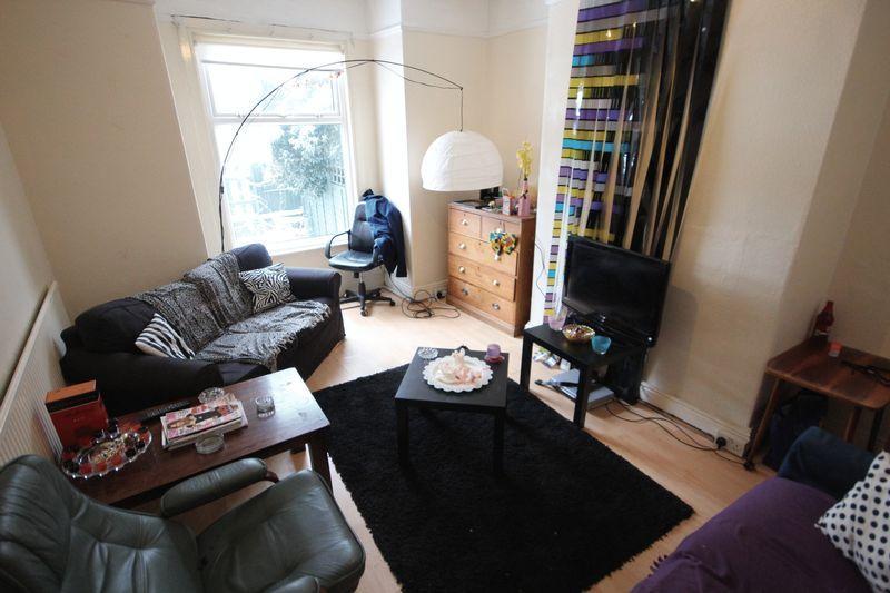 5 Bedrooms Terraced House for rent in Bennett Road, Headingley