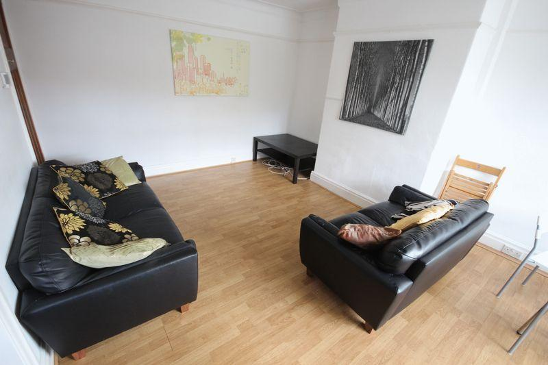 3 Bedrooms Terraced House for rent in Hessle Avenue, Hyde Park
