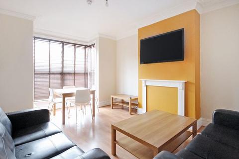 4 bedroom terraced house to rent - Trelawn Terrace, Headingley