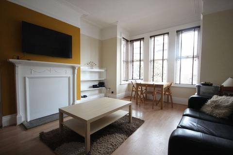 6 bedroom terraced house to rent - Estcourt Avenue, Headingley