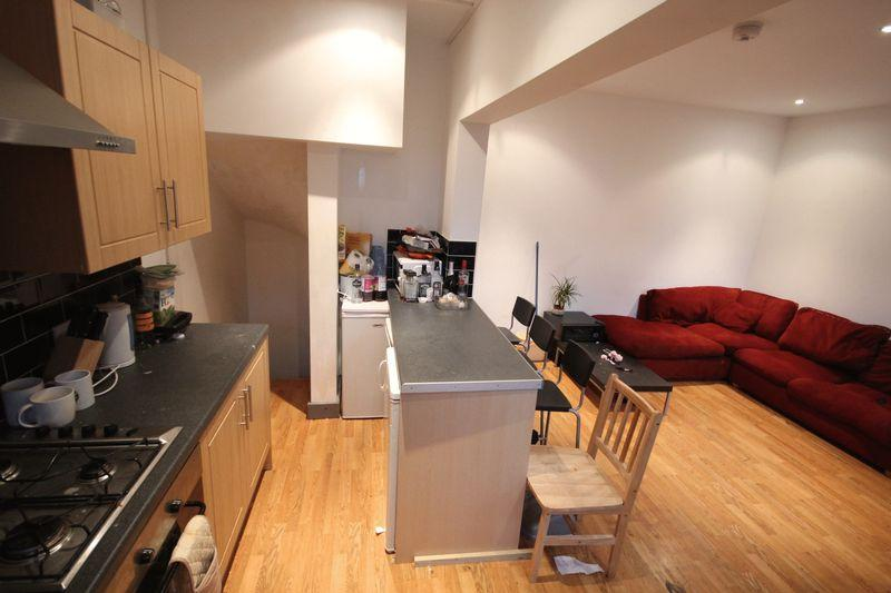 4 Bedrooms Terraced House for rent in Royal Park Grove, Hyde Park